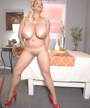 Bald Ebony Pussy Pictures