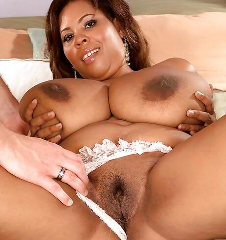 Big Ebony Tits Pictures